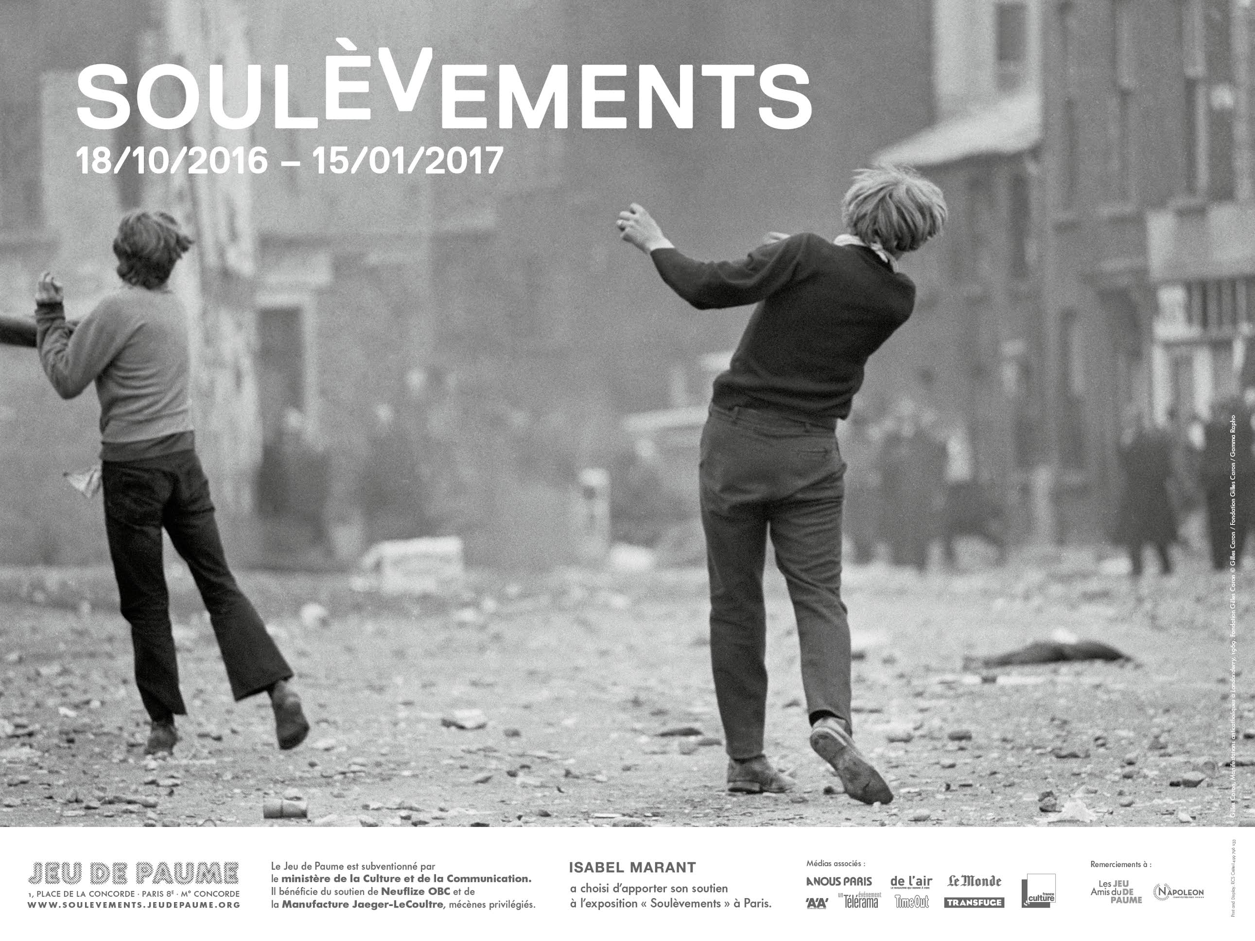Poster for the exhibition Soulèvements at Jeu de Paume, Paris, image: Gilles Caron, Manifestants catholiques, Bataille du Bogside, Derry, 1969