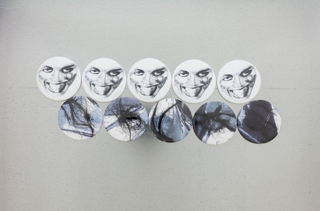 Juliana Huxtable, Untitled, 2017, aimants et cheveux d'artistes sur plaque métallique, vue de détail